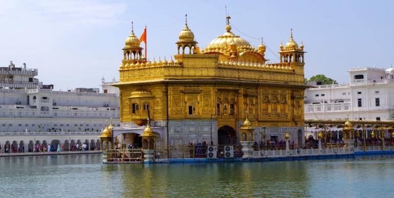 Der Goldene Tempel in Amitsar ist die heiligste Stätte der Sikhs.