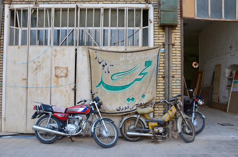 Travellers Insight Reiseblog Teheran Motorräder