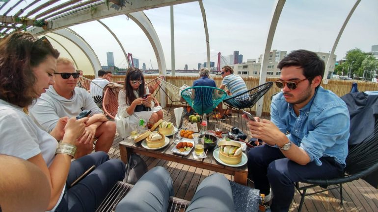 Travellers Insight Reiseblog Rotterdam Cafe