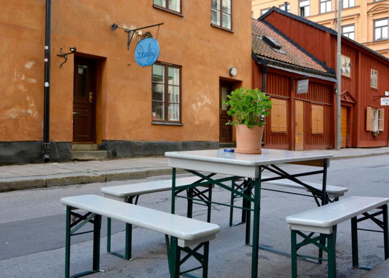 """Straßencafés und Vintage-Läden an jeder Ecke in """"South of Folkungagatan""""."""