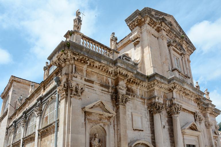 Eine Kathedrale von außen.