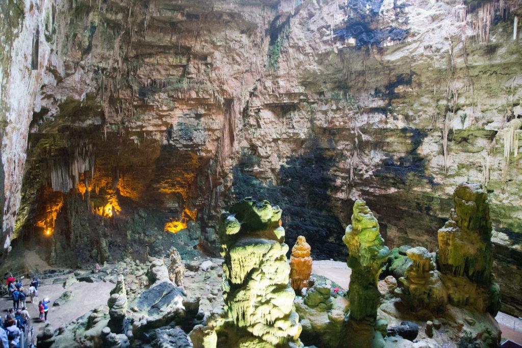 Die Grotte di Castellana beeindruckt mit ihrer Tiefe.