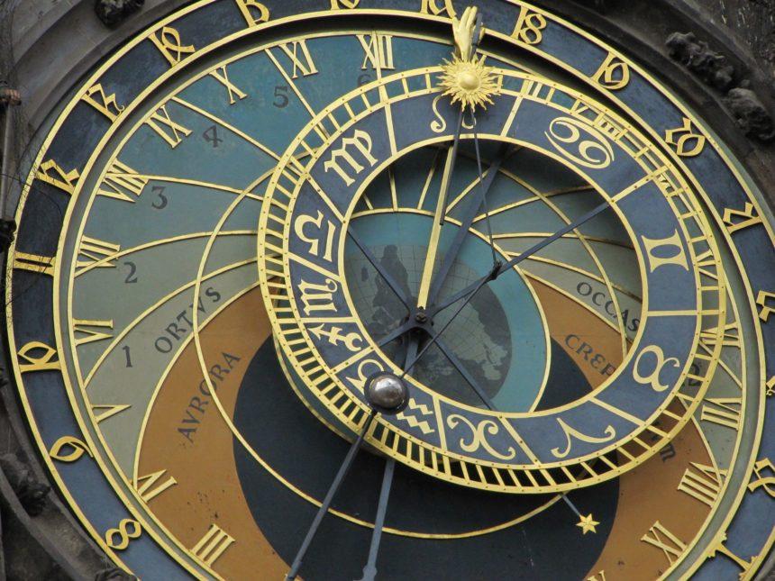 Travellers Insight Reiseblog Neujahrsbräuche Astronomische Uhr Prag