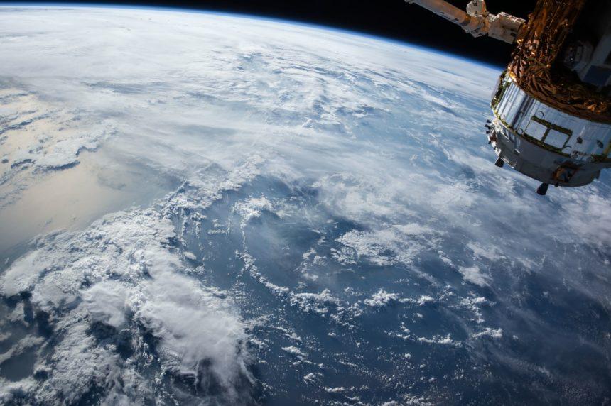 Travellers Insight Reiseblog Neujahrsbräuche Satellit ISS