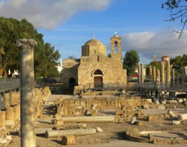Eine der beliebten Sehenswürdigkeiten in Paphos: die Paulussäule Basilika Chrysopolitissa