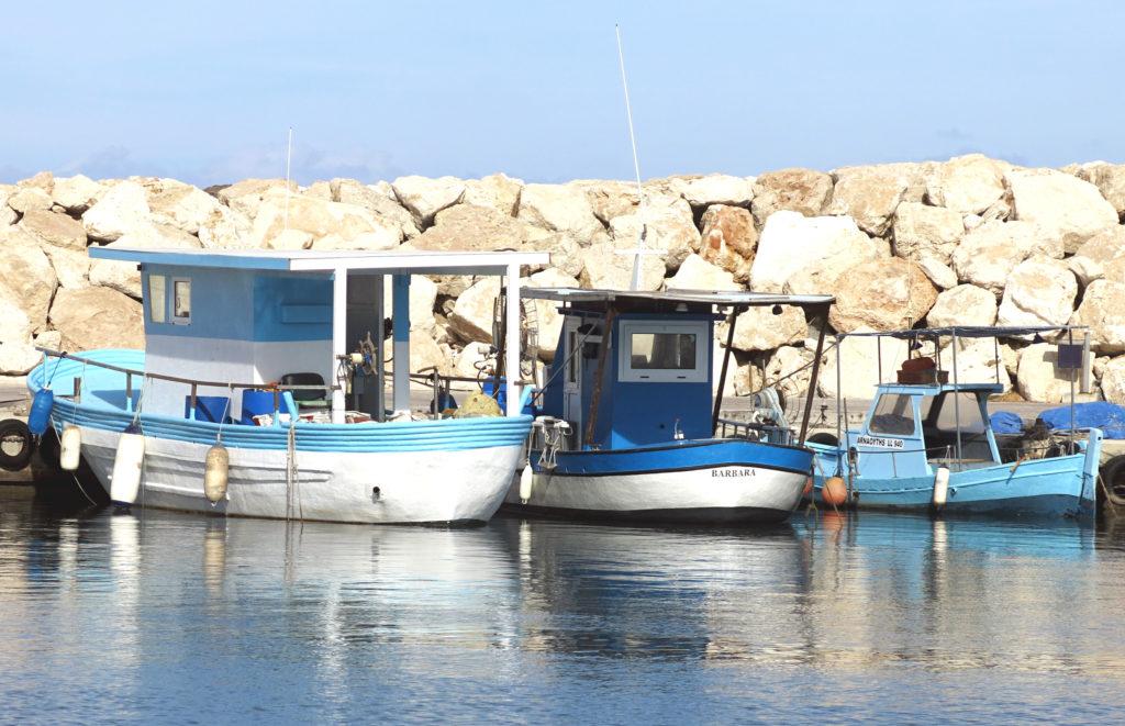 Der Hafen von Latsi mit seinen kleinen Fischerbooten in Paphos auf Zypern ist eine Sehenswürdigkeit, die man sich nicht entgehen lassen sollte.
