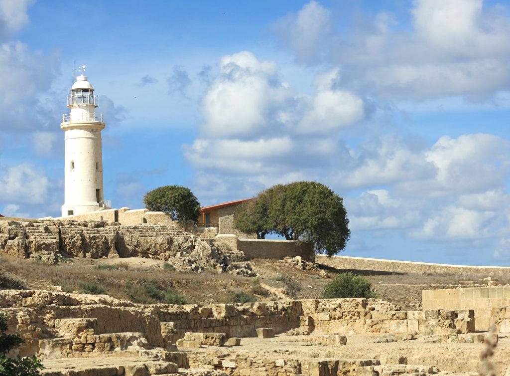 Der Leuchtturm im archäologischen Park in Paphos auf Zypern ist ein Hingucker für jeden Touristen.