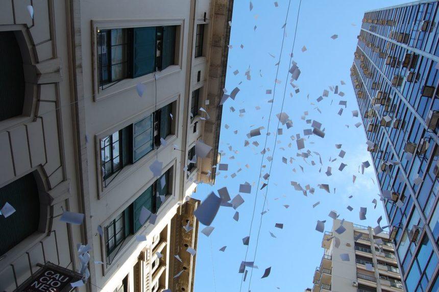 Travellers Insight Reiseblog Neujahrsbräuche Silvester Buenos Aires Papierregen