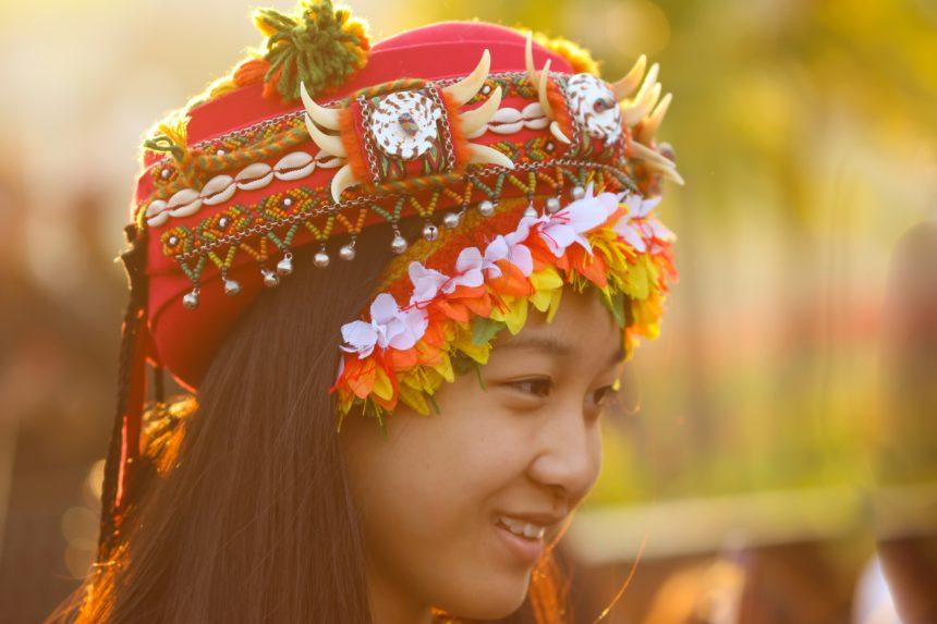 Travellers Insight Reiseblog Taiwan Mädchen in Tracht