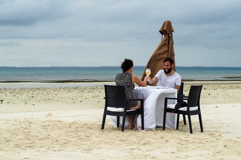 Travellers Insight Reiseblog Tansania Sansibar Sandbank Mittagessen