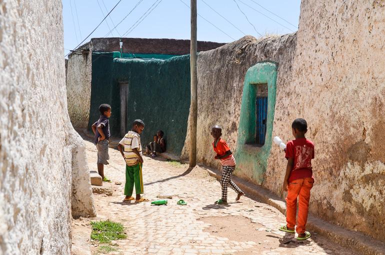 Äthiopien Harar Travellers Insight Reiseblog spielende Kinder