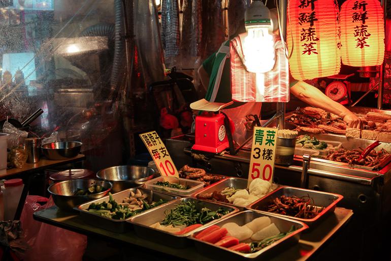 Travellers Insight Reiseblog Taiwan Osten Roadtrip Raohe Nachtmarkt Buffet