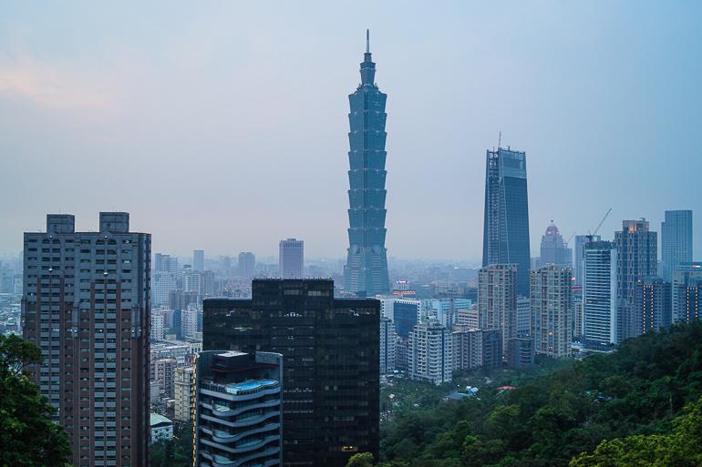 Travellers Insight Reiseblog Taiwan Osten Roadtrip Taipeh Skyline