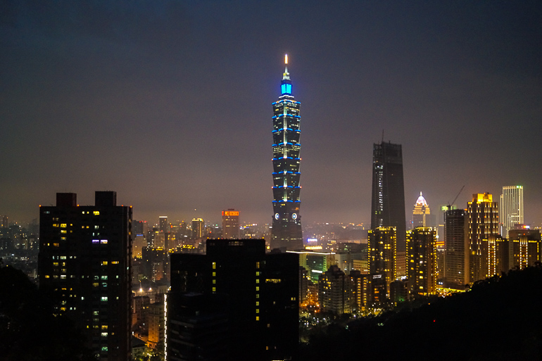Travellers Insight Reiseblog Taiwan Osten Roadtrip Taipeh Skyline Night