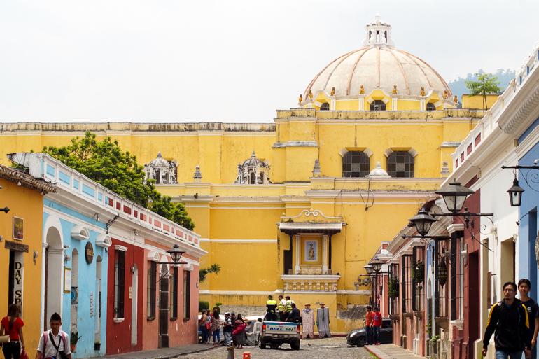 Travellers-Insight-Reiseblog-Guatemala-Rundreise-Antigua-Marktstrasse