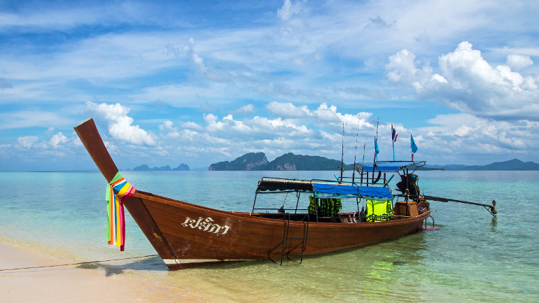 Travellers Insight Reiseblog Koh Mook Longtailboot