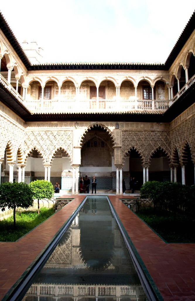 Im Innenhof des mittelalterlichen Königspalastes Alcazar befindet sich das Patio