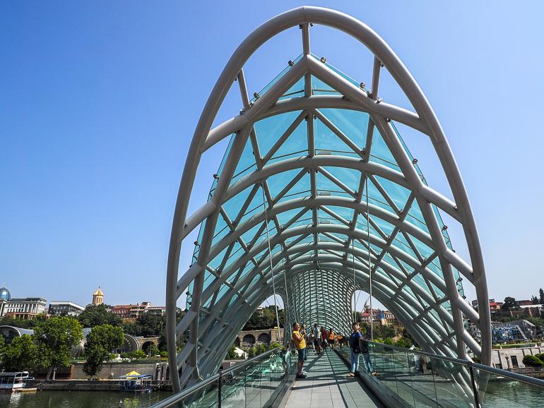 Travellers Insight Reiseblog Tbilissi Friedensbrücke