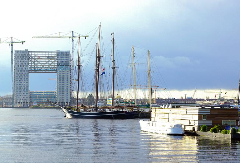 Travellers Insight Reiseblog Amsterdam Sehenswürdigkeiten Restaurant Hafen