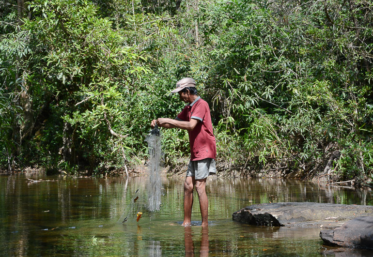 Travellers Insight Reiseblog Reisetipps Kambodscha Cardamom Mountains Chi Path Trekking Fischen