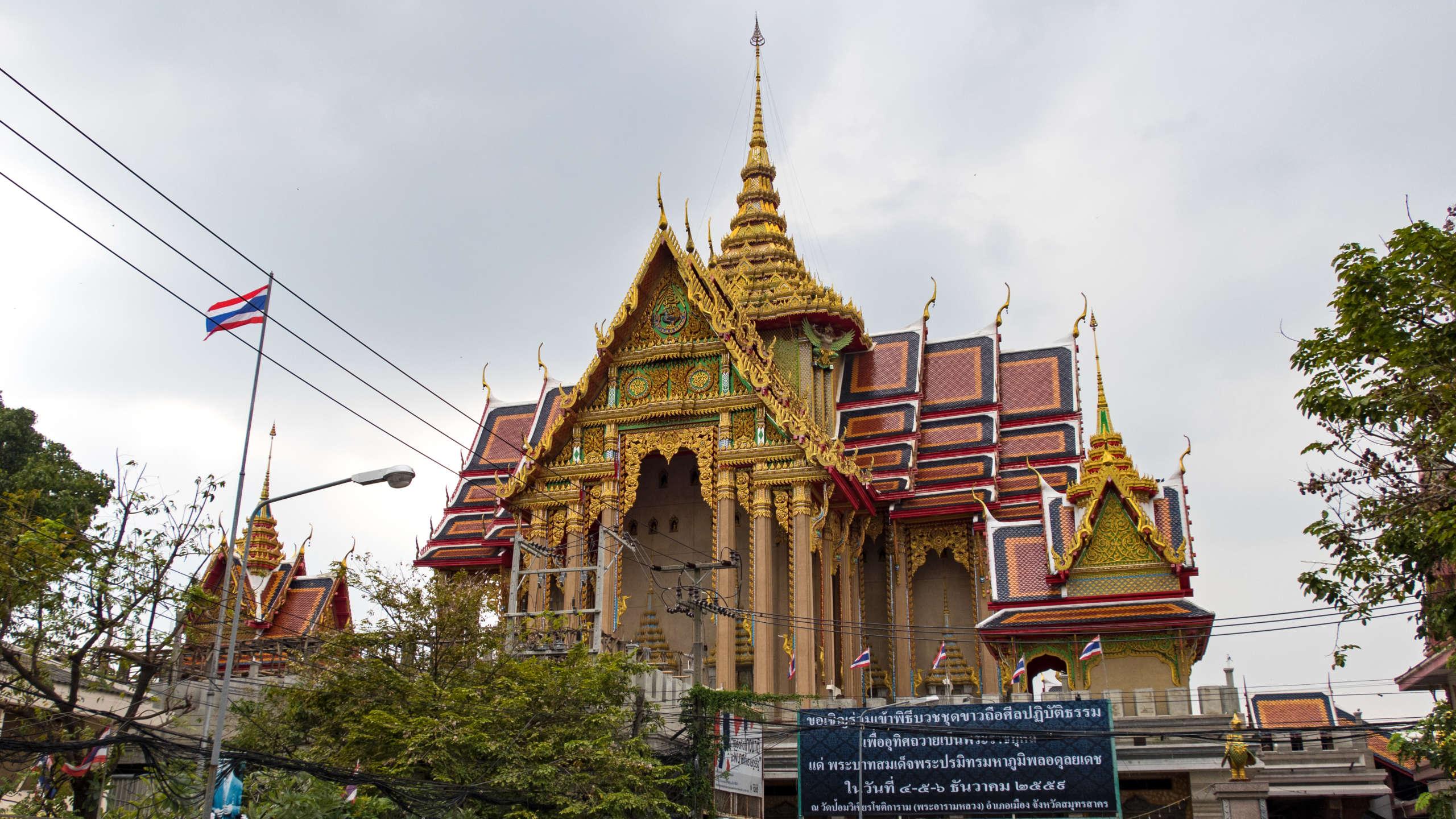 Blick auf den Wat Pom Wichian Chotikaram.