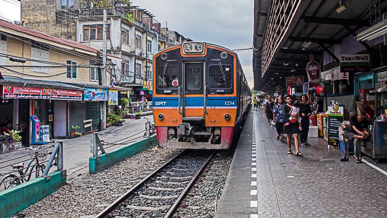 Travellers Insight Reiseblog Bangkok Geheimtipps Wongwian Yai Bahnhof
