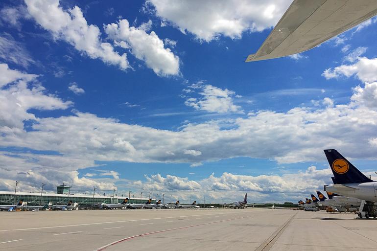Travellers Insight Reiseblog Tipps fürs Fliegen Rollfeld