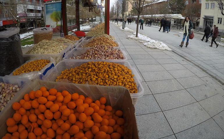 Travellers Insight Reiseblog Besuch in Pristina Stadtpromenade