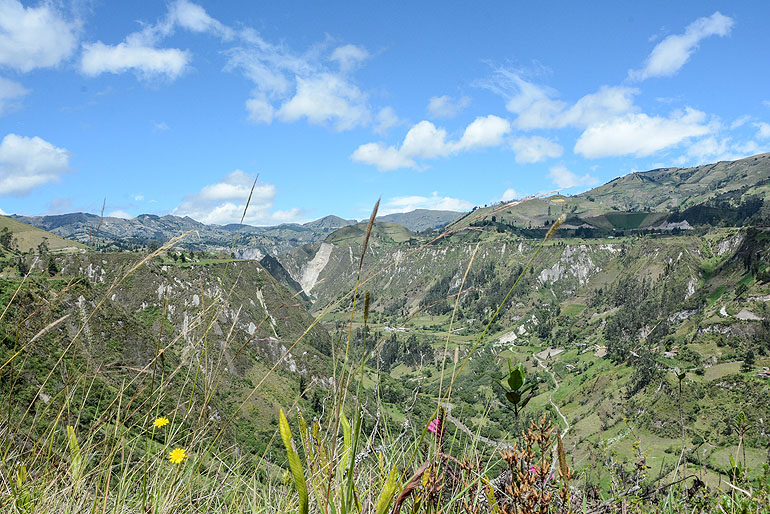 Versetzen einen in Sprachlosigkeit: Grandiose Ausblicke wie der auf den Toachi-Canyon.