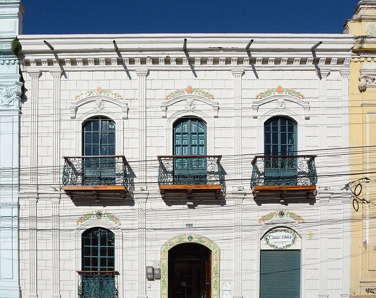 Traumhaft schön restaurierte Gebäude aus dem 19. Jahrhundert mit typisch republikanischer Architektur warten in Riobamba.