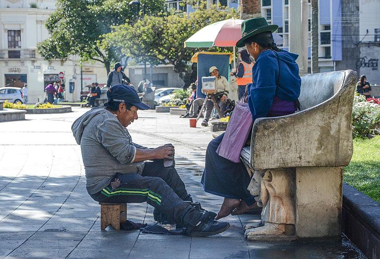 So startet ein Morgen in Riobamba: erst einmal Schuhe putzen lassen an einem der vielen schönen Plätze.