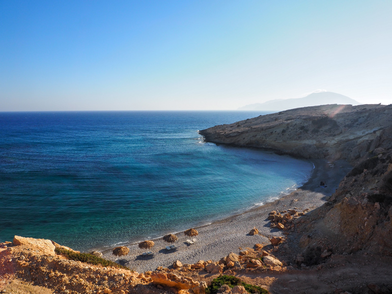 In der Doppelbucht Aráki kann man in Abgeschiedenheit den wilden und naturbelassenen Strand genießen.