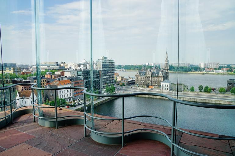 Blick vom MAS (Museum aan de Stroom) auf den Hafen.