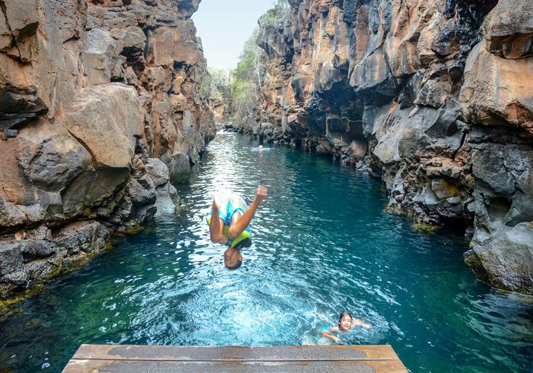 Wer mag nicht gerne in die Naturpools von Las Grietas springen und zwischen imposanten Felsen schwimmen?