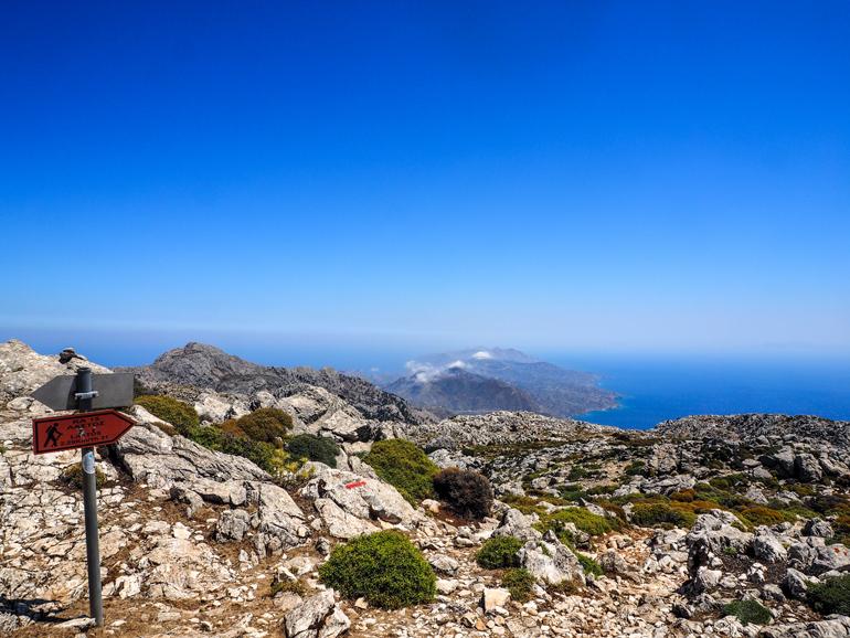 Der Aufstieg auf den Kalí Límni zählt zu den beliebtesten Wanderwegen auf Karpathos.