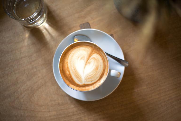 Kaffee im Kaverna Moderna