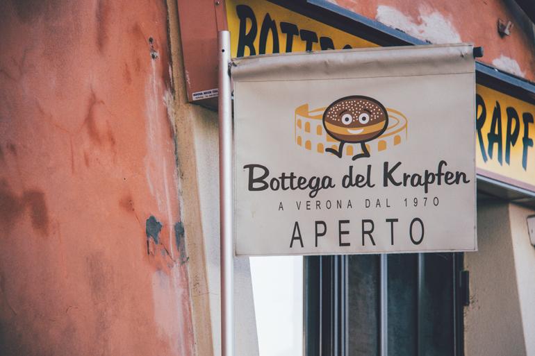 Schild der Bäckerei Bottega del Krapfen in Verona