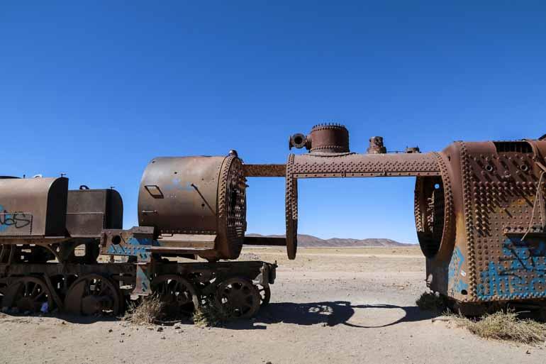 Alte Eisenbahn in einer vertrockneten Umgebung.