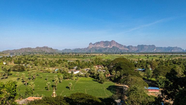 Myanmar: Aussicht von oben auf die Landschaft.