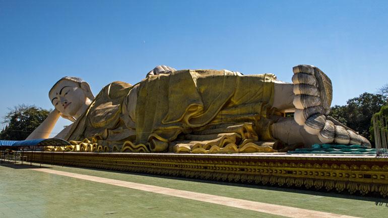 Myanmar: liegende Buddha Statue.