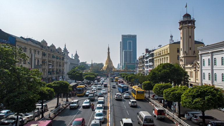 Aussicht auf die Sule Pagode in Downtown Yangon