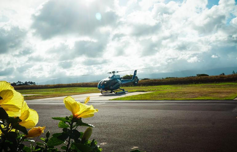 Hawaii: Helikopter auf Landeplatz
