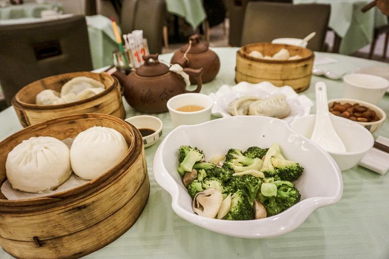 Die Küche Pekings: Teigklöße, Brokkoli