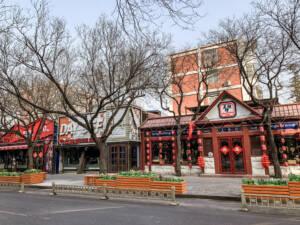 Peking: Bar Street Sanlitun mit Geschäften