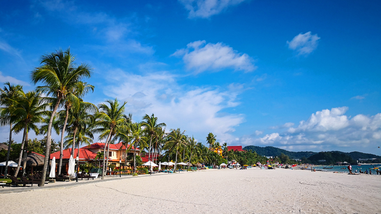 Malaysia: palmengesäumter Strand
