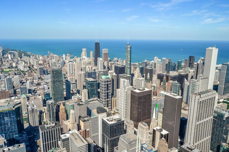 Chicago: Aussicht vom Willis Tower auf die Stadt.