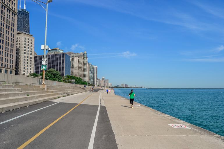 Chicago: Eine Weg der entlang des Lake Michigan verläuft.