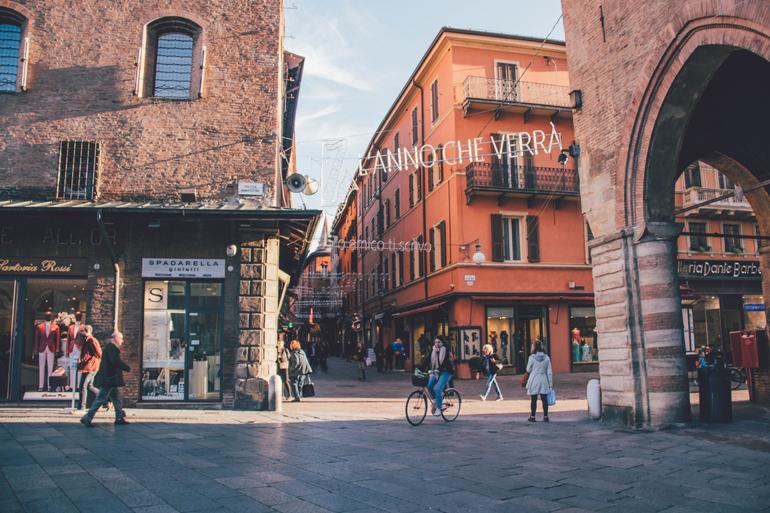 Gebäude in der Altstadt von Bologna.
