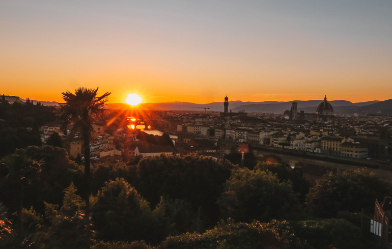 Florenz Geheimtipps: Florenz aus der Vogelperspektive mit Sonnenaufgang.