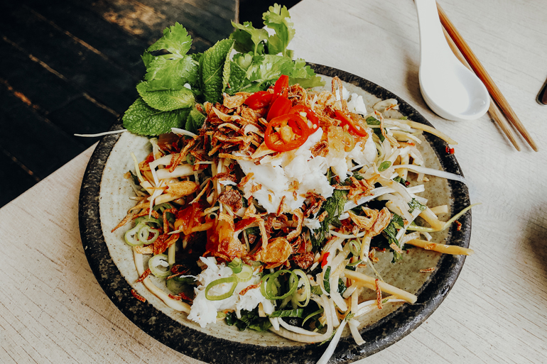London Geheimtipps, Essen und Sehenswürdigkeiten: Ein Teller mit Vietnamesischem Essen.